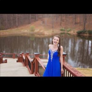 Dresses & Skirts - I'm selling my homecoming dress. It's a size 3:)